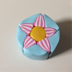 make a polymer clay flower cane Polymer Clay Canes, Polymer Clay Flowers, Polymer Clay Projects, Polymer Clay Jewelry, Clay Crafts, Clay Design, Mani, Paper Clay, Homemade Crafts