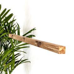 Die Hängeleuchte aus Schweizer Holz mit warmweissem Led Licht ist dimmbar. Sie wird in Beinwil am See aus der Holzart nach Deinem Wunsch hergestellt. Led Licht, Shelves, Plants, Design, Home Decor, Types Of Wood, Swiss Guard, Wish, Light Fixtures
