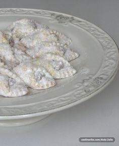 Kiflice s lješnjacima I pekmezom Croatian Recipes, Easter Recipes, Sweet Bread, Biscotti, Sweet Recipes, Sweet Tooth, Deserts, Food And Drink, Cooking Recipes