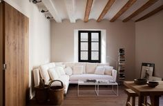 Homes in El Borne, Barcellona, 2017 - WIT - We Innovate Together Apartment Interior Design, Interior Design Studio, Modern Interior Design, Oasis, Gravity Home, Appartement Design, Living Room Inspiration, My Dream Home, White Walls