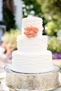 Simple yet elegant cake. An Idyllic & Charming Southern Wedding at Hazlehurst House by Jacquie Rives Photography Wedding Wishes, Wedding Blog, Diy Wedding, Dream Wedding, Wedding Ideas, Floral Wedding, Wedding Stuff, Small Intimate Wedding, Intimate Weddings