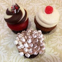 Three Hollyday hits offered all through Mini Mania Monday! Peppermint Stick Red Velvet, Gingerbread and Hot Cocoa. #ILoveTheHolidays