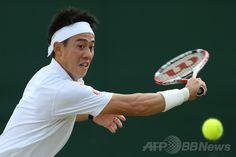 テニス、ウィンブルドン選手権(The Championships Wimbledon 2014)男子シングルス3回戦。リターンを狙う錦織圭(Kei Nishikori、2014年6月30日撮影)。(c)AFP/ANDREW COWIE ▼29Jun2014AFP|錦織、ウィンブルドン初の16強入り http://www.afpbb.com/articles/-/3019245 #The_Championships_Wimbledon_2014 #Kei_Nishikori