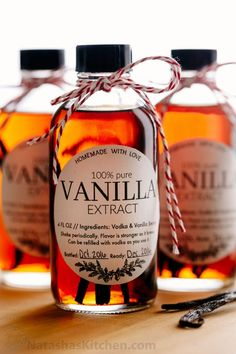 Learn how to make vanilla extract with 2 ingredients! Homemade vanilla extract will be your secret ingredient for baking. The best vanilla extract recipe! Homemade Spices, How To Make Homemade, Food To Make, Homemade Seasonings, Homemade Recipe, Homemade Products, Homemade Food, Diy Food, Homemade Vanilla Extract