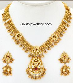 kundan Necklace latest jewelry designs - Page 8 of 49 - Indian Jewellery Designs Gold Bangles Design, Gold Jewellery Design, Gold Jewelry, Gold Necklace, Bridal Necklace, Indian Jewelry Sets, India Jewelry, Gold Mangalsutra Designs, Jewellery Sketches