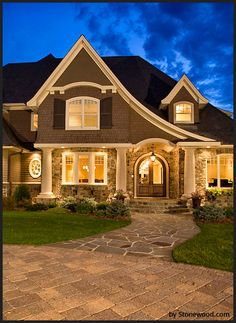 I know I've pinned this before, but I love it. Siding and stone!