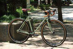 https://flic.kr/p/J4QAgW | *SURLY* cross-check complete bike | *SURLY*cross×check complete bike BLUE LUG custom SPEC Frame: *SURLY*cross×check BLUE LUG CUSTOM Headset:*FAIRWEATHER* Wheels:*H PLUS SON* archetype rim × *GRAN COMPE* singlespeed hub Tire:*BRUCE GORDON* rock n road all terrain 700c tire Brake lever:*CANE CREEK* scr-5 road brake levers Crankset:*FAIRWEATHER* cx crank set Brake:*SHIMANO* Handle: *FAIRWEATHER* mod174 all road bar Saddle:*BROOKS* swift Bartape:*BROOKS*