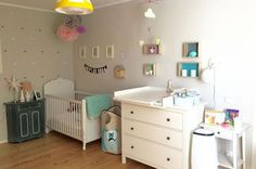 Sarah stellt und das Babyzimmer ihrer kleinen Tochter vor. Sie hat es liebevoll eingerichtet und der von Innen gestaltete Kleiderschrank ist ein Traum.