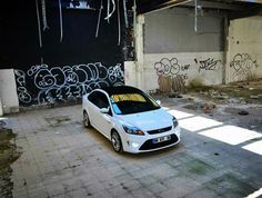 Ford Focus ST Sedan 4D - White and black