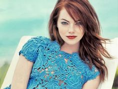 Emma's red hair really compliments her eyes, skin and this gorgeous blue dress #EmmaStone #hair