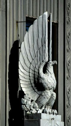 Art Deco eagle statue looking over the entrance to.First Merit Tower, Akron, Ohio Sculpture Ornementale, Sculptures, Sculpture Ideas, Art Nouveau, Eagle Statue, Art Deco Stil, Inspiration Art, Art Deco Buildings, Art Deco Design