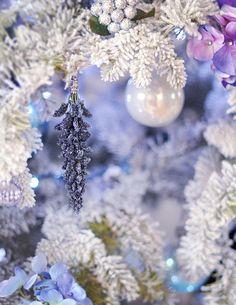 DIY - Christmas Tree flower Ornaments & sheep skin rug around tree Purple Christmas Decorations, Christmas Tree Flowers, Pretty Christmas Trees, Blue Christmas, Christmas Projects, Christmas Tree Ornaments, Christmas Holidays, Christmas Ideas, Christmas Things