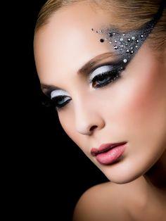 Midnight Glow Palette: Maquillaje paso a paso para las fiestas