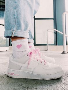 Jordan Shoes Girls, Girls Shoes, Nike Shoes Air Force, Baskets, Aesthetic Shoes, Hype Shoes, Fresh Shoes, Look Cool, Shoe Game
