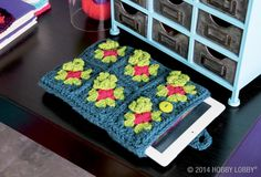 Crochet your own iPad cover with this fun DIY!