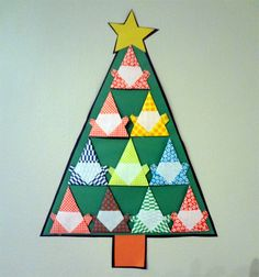 Sightly easy christmas origami - http://www.ikuzoorigami.com/sightly-easy-christmas-origami/