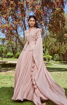 Women's wear is literally Bridal lehenga Store's strong Suit. The romantic dress the brand is known for. world wide shipping is also available. Indian Fashion Dresses, Indian Gowns Dresses, Indian Designer Outfits, Designer Dresses, Asian Fashion, Women's Fashion, Unique Fashion, Fashion Outfits, Pink Lehenga