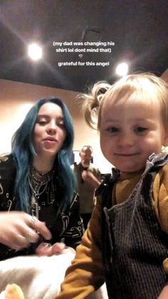 Billie & an adorable child! Billie Eilish, Queen, My King, Foto E Video, Music Artists, Ariana Grande, Celebs, Actors, Guys
