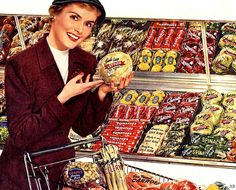 Shopping for produce, c. 1950s. #vintage #grocery_store #supermarket