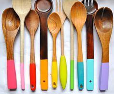 Colocando cor na sua cozinha - Color Dipped Wooden Spoon DIY Do It Yourself Inspiration, Diy Inspiration, Kitchen Inspiration, Diy Hacks, Paint Dipping, Do It Yourself Baby, Sweet Home, Ideias Diy, Ideas Geniales