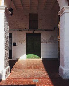 360/366 - Llum de Nadal. #menorca #urbanexploration #xmas #mobilephotography #project365