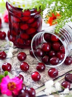 Wiśnie w syropie Polish Recipes, Canning Recipes, Preserves, Decoupage, Cherry, Food And Drink, Jar, Homemade, Fruit