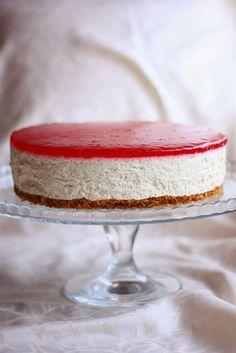 Karpalo-juustokakku - Suklaapossu Vanilla Cake, Cheesecake, Desserts, Food, Healthy, Tailgate Desserts, Deserts, Cheesecakes, Essen