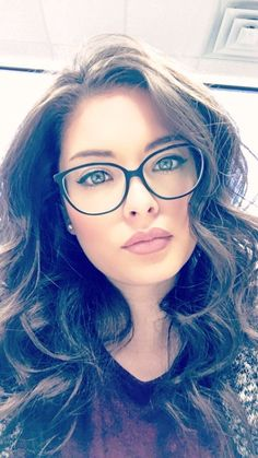 sunglasses vintage Fall Fashion Ideas For Teens Cute Glasses, Girls With Glasses, Eyeglasses For Women, Sunglasses Women, Trendy Hairstyles, Girl Hairstyles, Glasses Hairstyles, How To Wear Makeup, Womens Glasses Frames