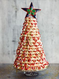 Imagine bringing out this jaw-dropping show stopper at the end of Christmas dinner! Paul Hollywood s Kransekake from The Great British Bake Off: Christmas never fails to delight and makes for a great Christmas dessert. Christmas Bake Off, Christmas Tree Cake, Christmas Desserts, Christmas Baking, Christmas Cookies, Christmas Ideas, Christmas Foods, Christmas Stuff, Magical Christmas