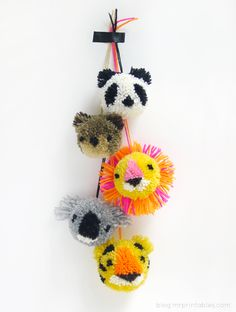 DIY Animal Pompoms from mrprintables here. You just need cardboard and yarn and then the way you wrap the yarn determines the design. For DIY flower pompoms by mrprintables go here. For more pom pom projects go here:. Kids Crafts, Cute Crafts, Diy And Crafts, Arts And Crafts, Pom Pom Crafts, Yarn Crafts, Cute Diy Projects, Craft Projects, Craft Ideas