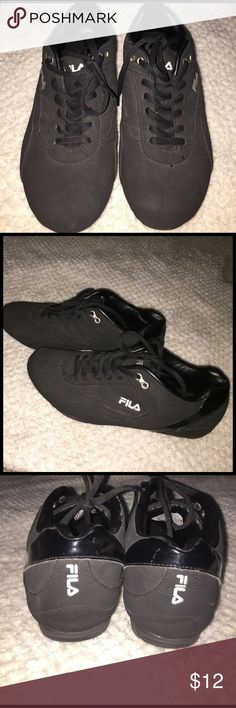 Fila Tennis shoes Super comfy! Worn once ! In excellent condition Fila Shoes Sneakers