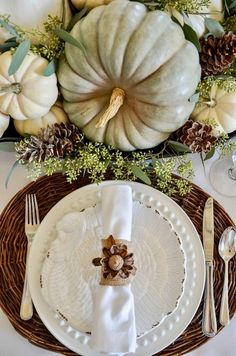 Grab some great home decor ideas like pretty tablescapes, Thanksgiving centerpieces, cute Thanksgiving printables and DIY Thanksgiving crafts! Diy Thanksgiving Crafts, Thanksgiving Table Settings, Thanksgiving Centerpieces, Hosting Thanksgiving, Happy Thanksgiving, Vintage Thanksgiving, Thanksgiving Turkey, Autumn Decorating, Decorating Ideas