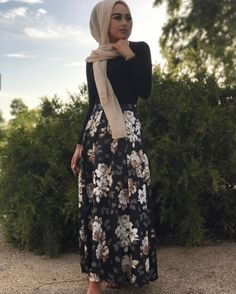 Modest fashion 711568809850997659 - Modèles Hijab Chic Simple : 10 Hijabs simples et stylés – Hijab Fashion and Chic Style Source by bellamaasma Skirt Outfits Modest, Modest Wear, Modest Dresses, Modest Outfits Muslim, Modest Fashion Hijab, Modest Clothing, Hijab Outfit, Hijab Dress, Hijab Chic