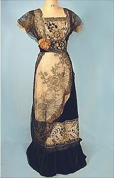 c. 1910  Black Chantilly Lace/Velvet Gown  #4452