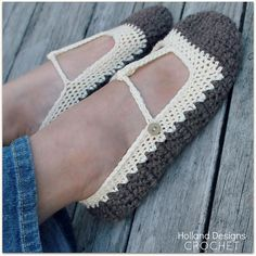 Winter Skimmers - Skimmer T-Strap pattern made with Bulky weight yarn for the soles.