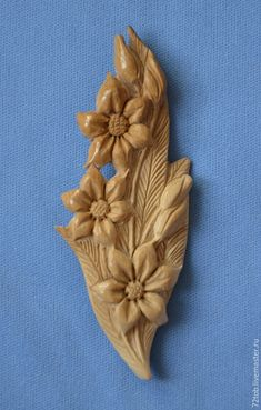 Wood Carving Designs, Wood Carving Art, Chip Carving, Bone Carving, Diy Arts And Crafts, Wood Crafts, Wood Carving For Beginners, Clay Wall Art, Plaster Art