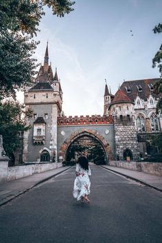 Looking for the best photo spots in Budapest? We have you covered with 18 of the best points (including a few hidden gems)that you will love! Buda Castle, Budapest Travel, Best Instagram Photos, Okinawa Japan, Budapest Hungary, Photo Location, Where To Go, Night Life, Barcelona Cathedral
