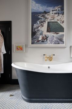 Years of use or neglect can make for one discolored and dingy tub or sink. Here are a few tips to keep the porcelain on your antique fixture looking next-to-new. Small Bathroom, Simple Bathroom, Bathroom Renovations, Refinish Bathtub, Clean Bathtub, Bathroom Design, Bathtub, Sink, Bathroom Renovation
