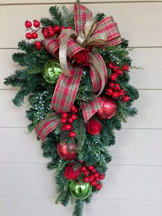 Looking for for ideas for xmas decorations?Navigate here for cool Xmas inspiration.May the season bring you serenity. Christmas Swags, Christmas Door Decorations, Christmas Centerpieces, Outdoor Christmas, Holiday Wreaths, Rustic Christmas, Gold Christmas, Christmas Holidays, Holiday Decor