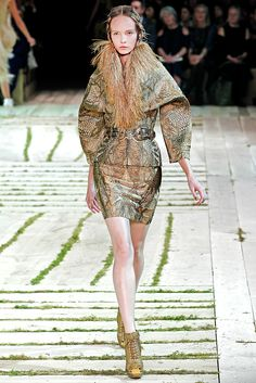 Alexander McQueen Spring 2011 Ready-to-Wear - Collection - Gallery - Style.com
