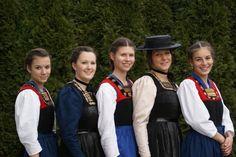 Die Juppe im Blickpunkt German Women, Austria, Egg, Dresses, Fashion, Scene, Dirndl, Germany, Life