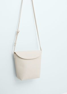 Przewieszana torebka z klapką | MANGO
