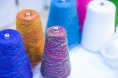 私たちが日常の中で身に着けている衣服を創り出す1本の糸。そんな生活に欠かすことのできない糸によって、国内のみならず海外に名を轟かせた会社が山形・寒河江にある。それが「佐藤繊維」だ。そこには、世界の名だ...