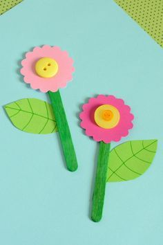 Papierblumen basteln mit Kindern aus Knöpfen
