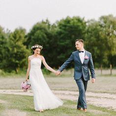 Przepiękny ślub Martyny i Dominika właśnie zagościł na moim blogu. Zapraszam do oglądania. Link znajdziecie w bio. . #slub #wedding #weddings #weddingphotographer #bride #fotografslubny #justmarried #married #dworslupia #warsaw #slubwplenerze #brides #groom #slubplenerowy #wianek #signorleone #panmlody #garnitur #fotografslubnywarszawa #weselewnamiocie #vintagewedding #fotografnaslub #weddinginspiration #weddingseason #fineartphotography #jamstudiopl