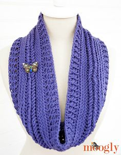 Ravelry: Ups and Downs Cowl pattern by Tamara Kelly