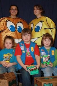 In many areas Girl Scout cookie season will be beginning in the coming months. We added additional activities turning it into a Girl Scout cookie party. Girl Scout Leader, Girl Scout Troop, Brownie Girl Scouts, Girl Scout Cookies, Girl Scout Activities, Girl Scout Camping, Daisy Girl Scouts, Gs Cookies, Yummy Cookies