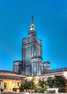 The Palace of Culture and Science in Warsaw is the tallest building in  The Palace of Culture and Science in Warsaw is the tallest building in Gallery quality print on thick 45cm / 32cm metal plate. Each Displate print verified by the Production Master. Signature and hologram added to the back of each plate for added authenticity & collectors value. Magnetic mounting system included.  EUR 39.00  Meer informatie