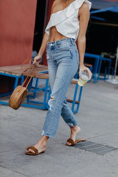 Hello, 80 degrees + sunny! Easy warm weather outfit: lioness crop top + mother denim.