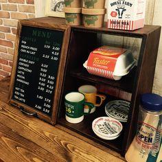 海外のカフェ感を演出キッチンの景色が変わるショーケース風シェルフ